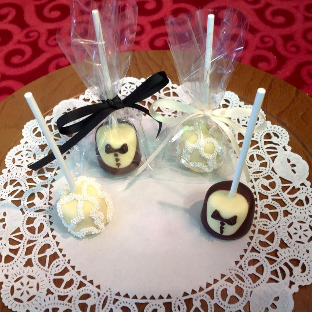 bride and groom marshmellow pops